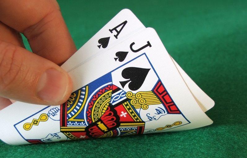 Blackjack : faut-il jouer comme la banque ?